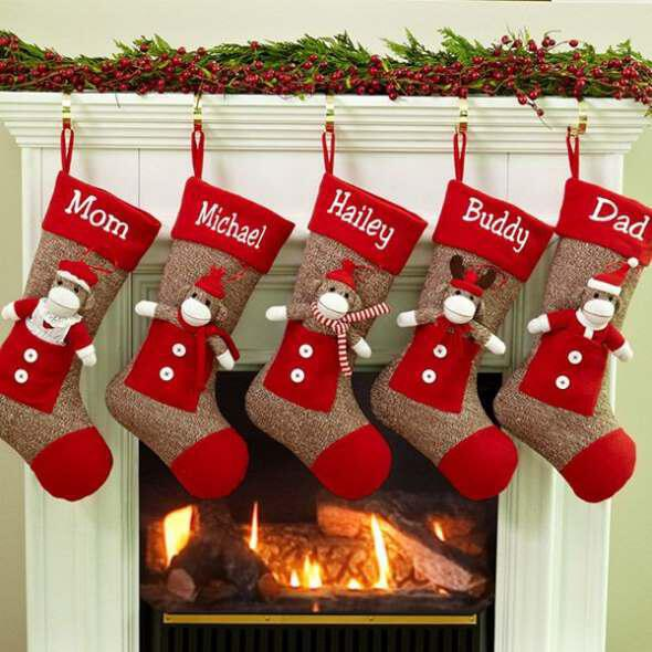 Hang stockings with Christmas gifts 3 - Κρέμασε κάλτσες με χριστουγεννιάτικα δωράκια