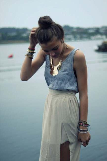 Unforgettable views with large bulky necklace (2)