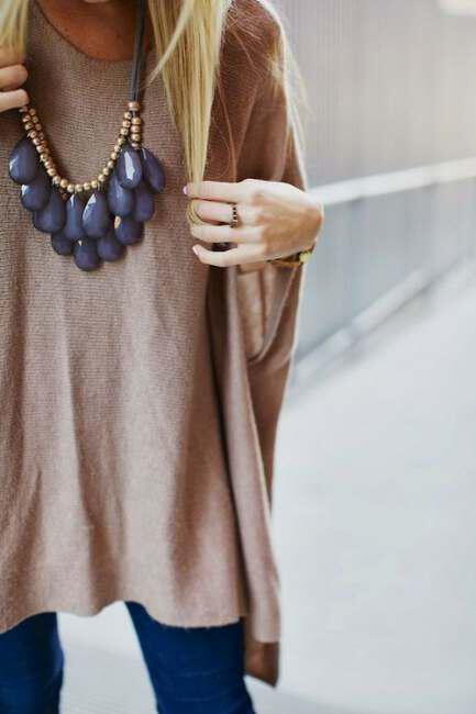 Unforgettable views with large bulky necklace (3)