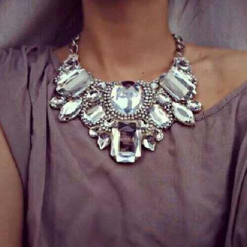 Unforgettable views with large bulky necklace (4)