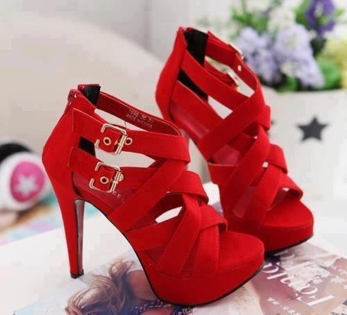 ta sexy kokkina papoutsia takouni2 - Τα sexy κόκκινα παπούτσια με τακούνι