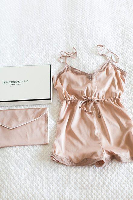mpez nude esoroucha gia tou ag valentinou6 Beige or nude underwear for Valentines day