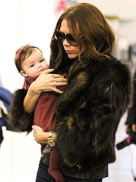 pos evalan celebrities ti faux fur sto airport style1 How the celebrities wear the faux fur at airport style