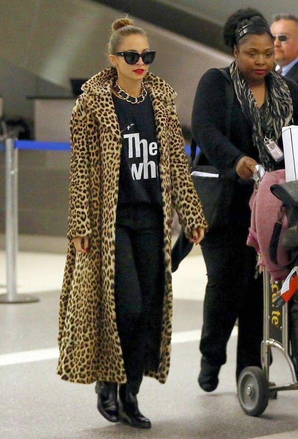 pos evalan celebrities ti faux fur sto airport style3 How the celebrities wear the faux fur at airport style