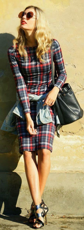 sindiase forema tzin mpoufan2 Combine the dress with a denim jacket