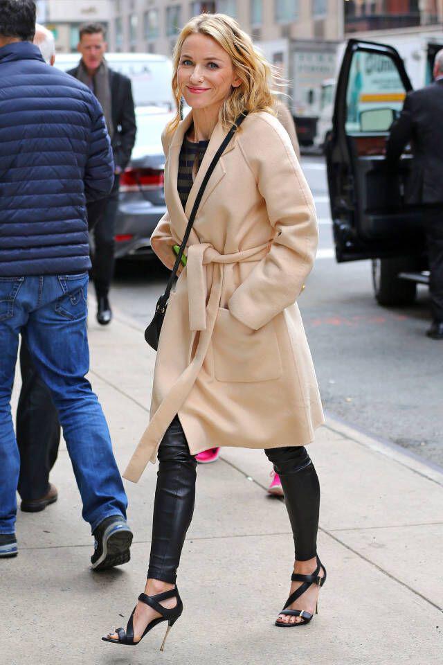 super chic street style tis naomi watts3 super chic street style of Naomi Watts