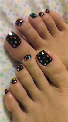 ta chimerina chromata ke schedia sto pentikiour sou3 Winter colors and designs to your pedicure