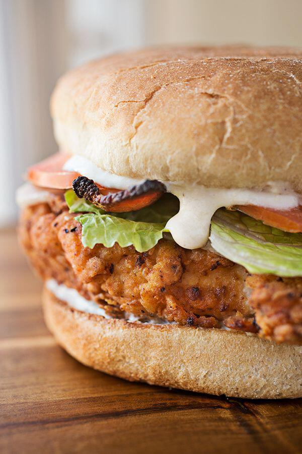 kalokerini sintagi gia burger kotopoulo1 - Καλοκαιρινή συνταγή για burger με κοτόπουλο