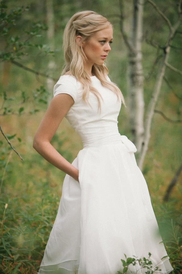 ff193f651b82 Λευκά νυφικά που θα βάλεις και σαν φόρεμα - dona.gr