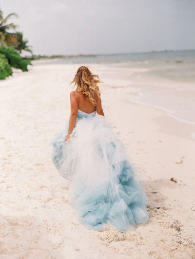 c040962148b7 Τα απόλυτα νυφικά για γάμο σε παραλία - dona.gr