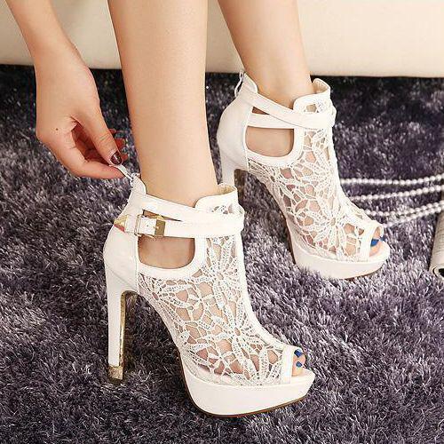 ta pio stylish lefka psilotakouna papoutsia2 - Τα πιο stylish λευκά ψηλοτάκουνα παπούτσια