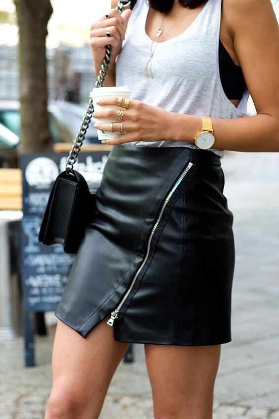 401b1fcff67 Πώς να βάλεις μία δερμάτινη μαύρη φούστα το καλοκαίρι - dona.gr