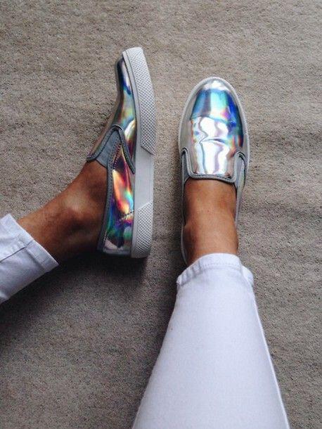 pos na valis metallika sneakers me stilato tropo 2 - Πώς να βάλεις μεταλλικά sneakers με στιλάτο τρόπο